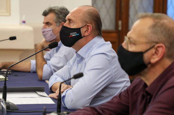 Perotti se reunió con intendentes, presidentes comunales y el Comité de Expertos de la provincia